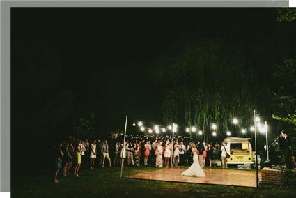 Baile final en la boda en el campo