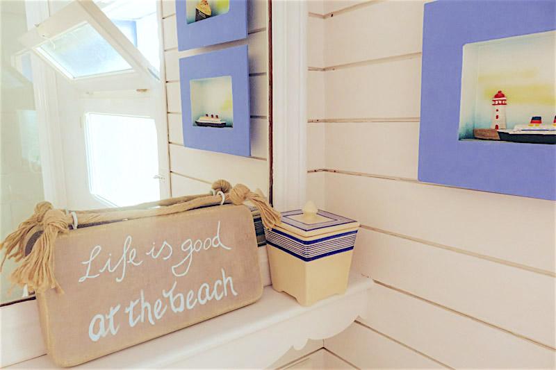 cartel de madera playa