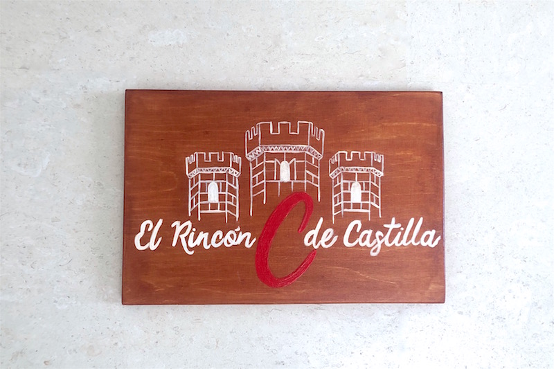 carteles de madera pintados a mano