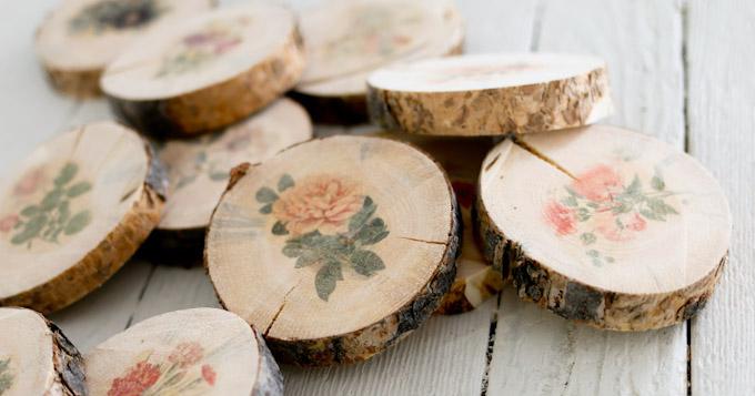Combinación perfecta de madera y flores