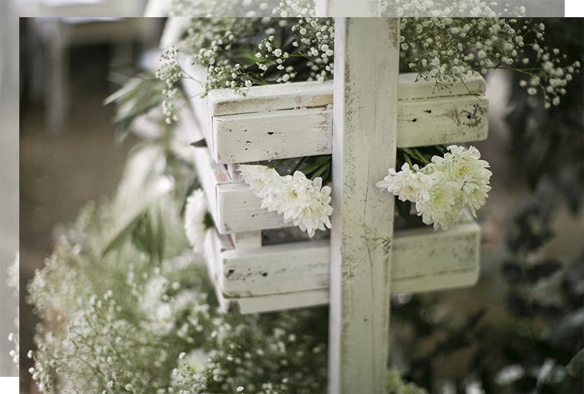 decoracion-boda-flores-blancas-madera-tu-decoracion-original