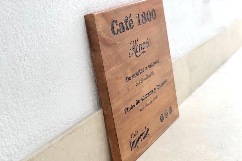 horario tienda en madera