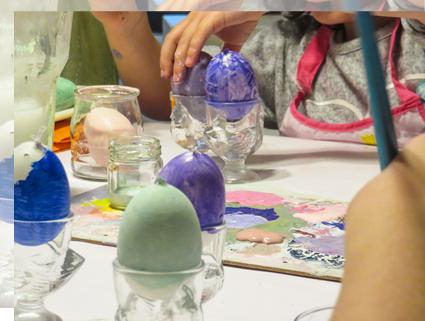 Pintar una base a los huevos