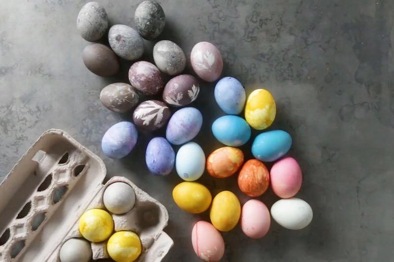 Decorar huevos de Pascua con tintes naturales
