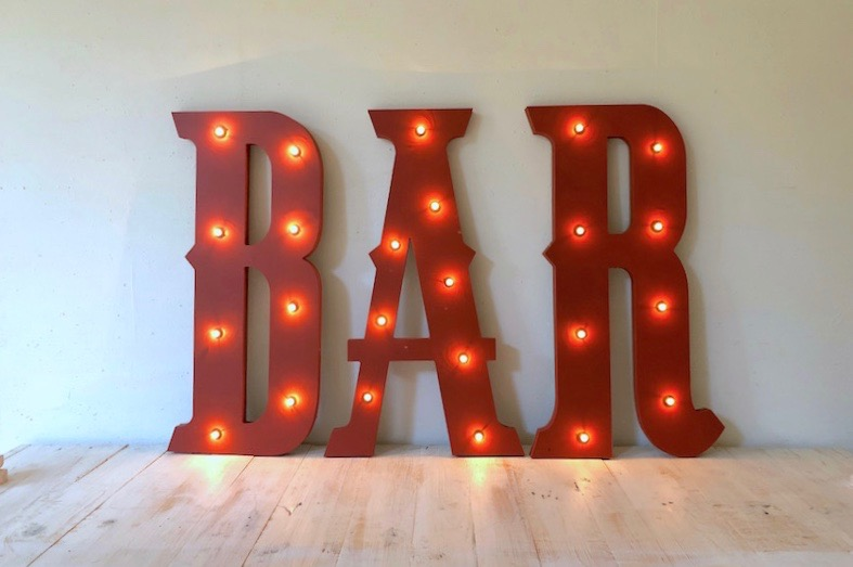 Letras con luces bar