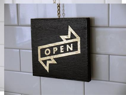 Carteles de bienvenida open madera