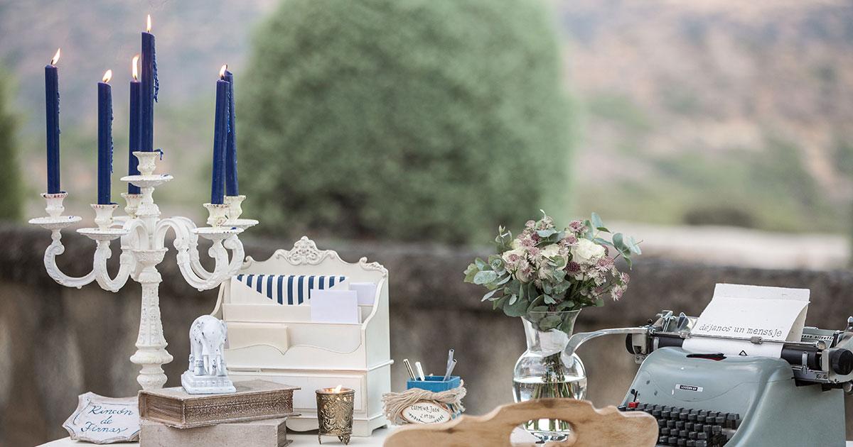 Una mesa de firmas elegante